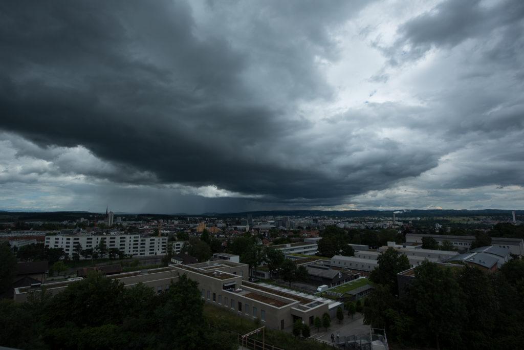 Wolkenfront und Lichtblick
